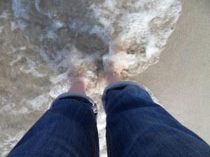 Meerwasser umspült Füße