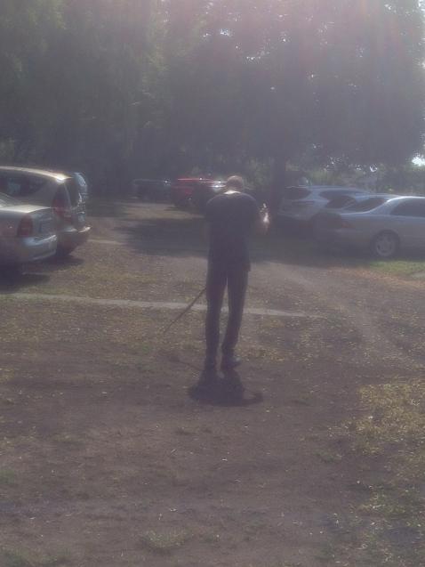 Martin fegt den Parkplatz